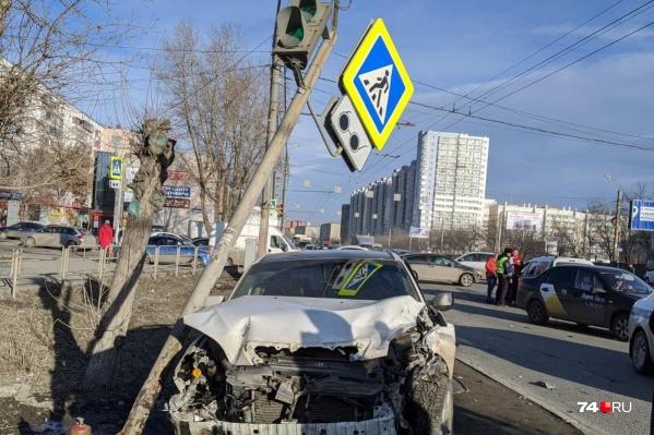 Авария произошла возле остановки ЧелГУ