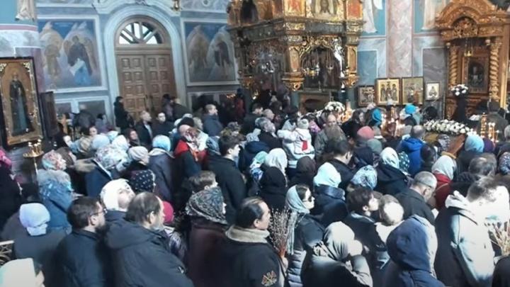 «Не искушайте Господа»: глава нижегородского коронавирусного оперштаба о переполненных храмах