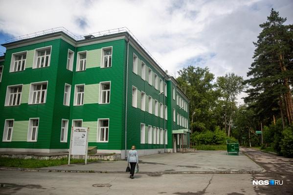 25-я больница (один из её корпусов), в которой лежала Нина Савченко