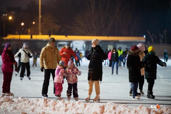 Некоторые катки в Екатеринбурге уже работают, а некоторые — откроются в декабре