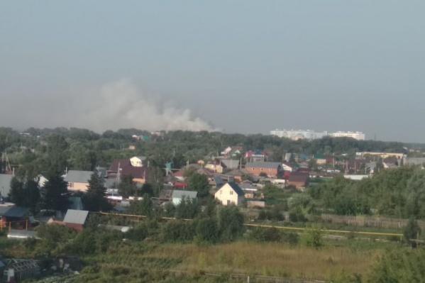 На поднявшийся над городом дым новосибирцы обратили внимание ранним утром