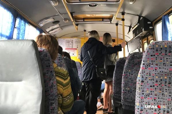 Перчатки и маски в автобусах носят единицы