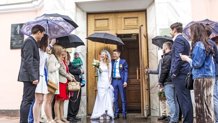 Ярославцы выстроились в очередь, чтобы пожениться в красивую дату