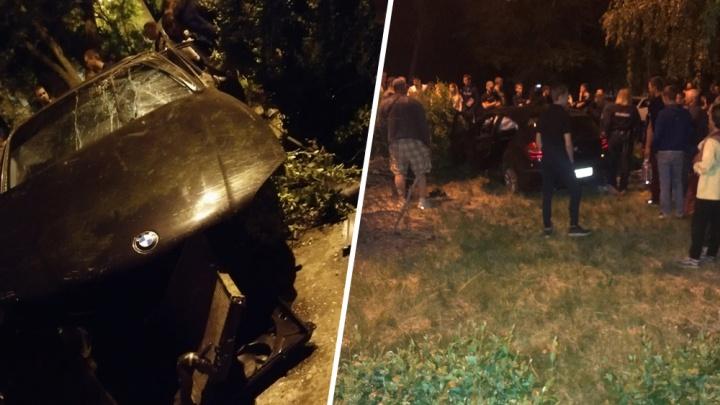 «Водитель сбежал»: полиция о загадочной аварии с BMW на Бакинском кольце