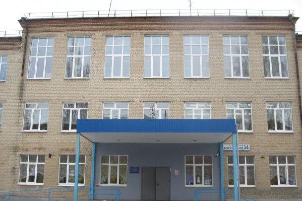 Школа-интернат № 9 находится на Уралмаше, на улице Восстания