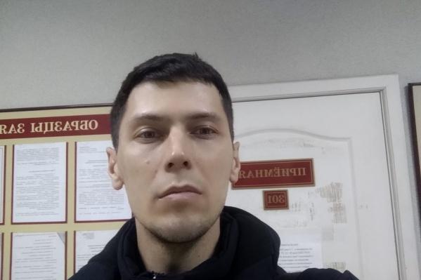 Владислав Постников подал иски в два районных суда