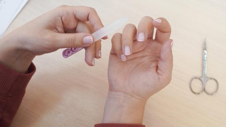 «Пальцы жжёт? Не жалуйтесь»: 6 вещей, которые выведут из себя вашего мастера маникюра