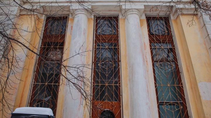 В Тюмени за рубль продают здание знаменитой больницы