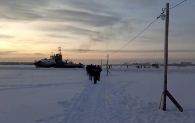 В Архангельске открыли круглосуточную пешеходную переправу Соломбала — Хабарка