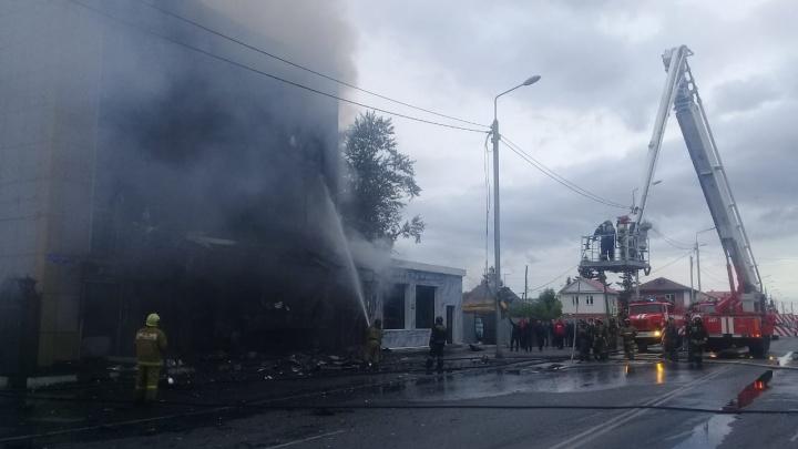 В Омске загорелось трёхэтажное здание на 24-й Северной