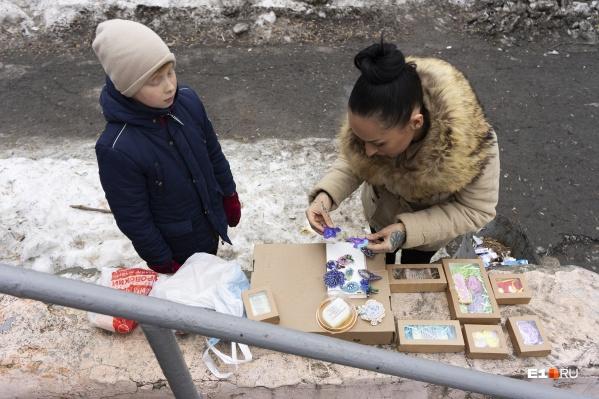 Социальная служба сообщила родителям Тимофея, что торговать на улице незаконно