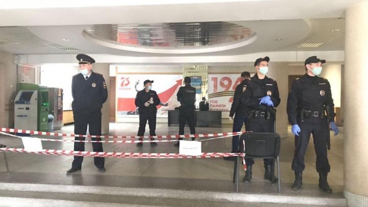 Полиция оцепила скандальный УИК в Новосибирске: кандидат из «Единой России» обошёл оппозиционера на 11 голосов