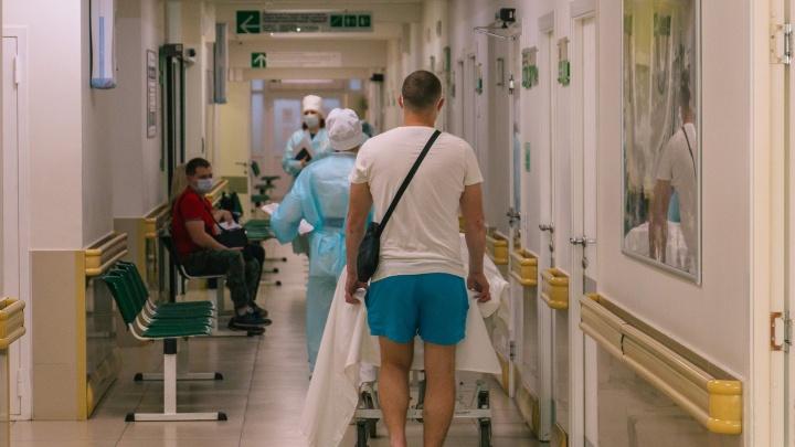 «В приемном пациент должен быть не более часа»: как больница Пирогова работает в пандемию
