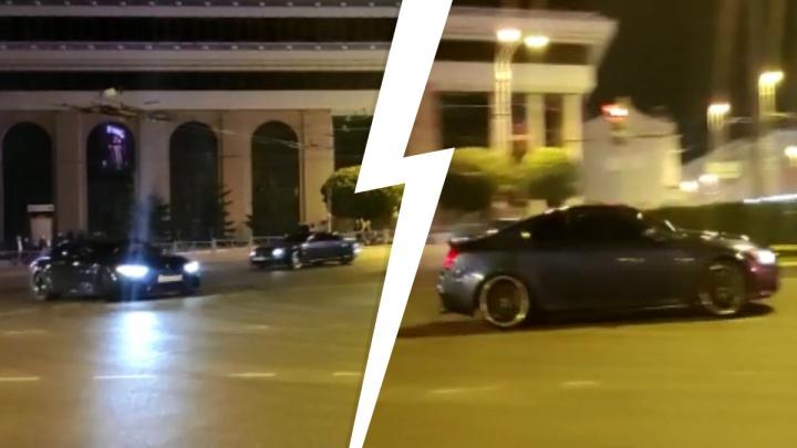 Дрифтуют в самом центре: гонщики на дорогих иномарках напугали водителей на кольце у «Высоцкого»