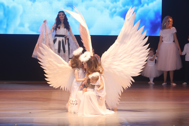 """Среди ярких <nobr class=""""_"""">образов —</nobr> ангелы"""