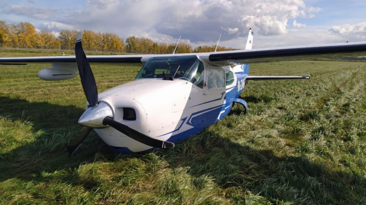 В Уфе самолет без шасси совершил аварийную посадку