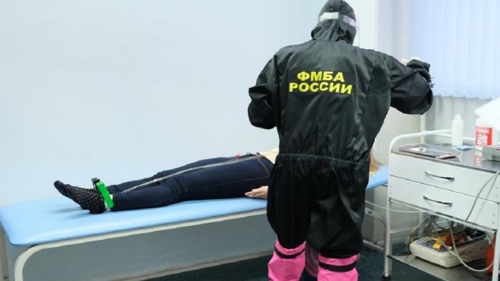 Сбербанк подарил медикам ФСНКЦ ФМБА России многоразовые защитные костюмы