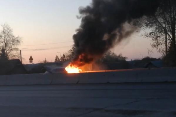 Иномарка выгорела полностью