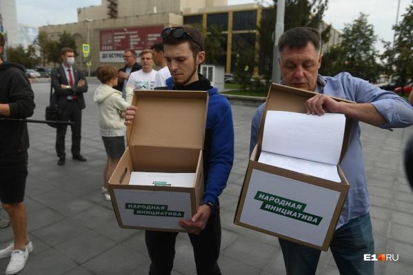 Подписи за прямые выборы сдавали в картонных коробках