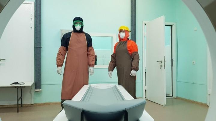 «Пациенты не могли ждать»: врачи переучились «читать» рентген, чтобы помочь тюменцам с ковидом