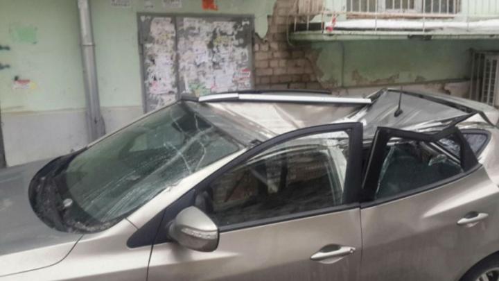 Нижегородец выпал с 11-го этажа на машину и выжил. Владелец автомобиля взыскал с него компенсацию