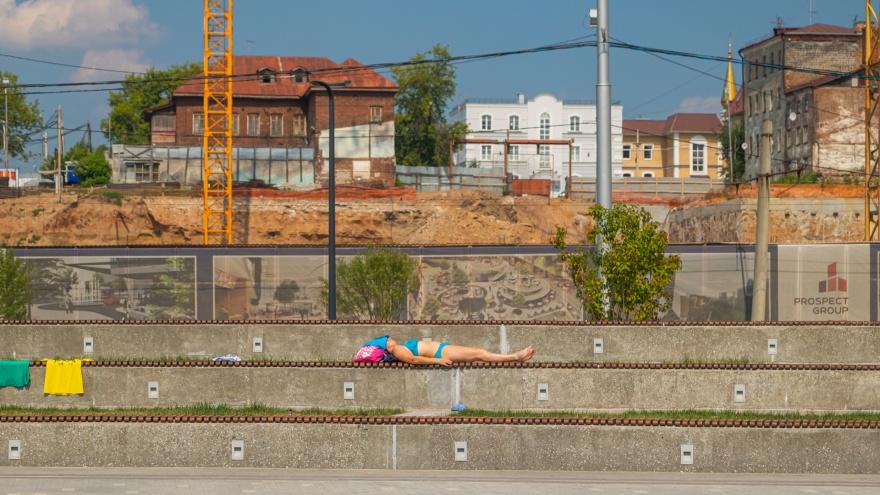 Как пермяки спасаются в жару, когда пляжи под запретом. Фоторепортаж