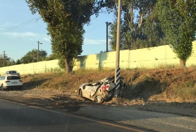 Невероятно, но водитель и пассажир этой машины выжили