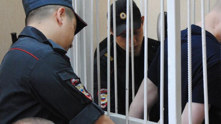 Нанёс четыре удара ножом: новосибирский суд вынес приговор скинхеду за убийство ради белых шнурков