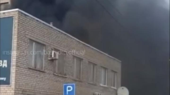 В Белебее горит здание ОГИБДД ОМВД — очевидец снял на видео