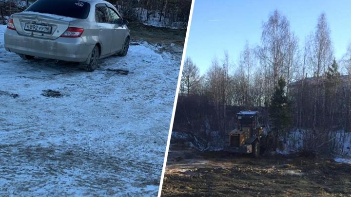 Парковка вместо дороги: в Мичуринском под окнами «путинской» школы начали строить автостоянку