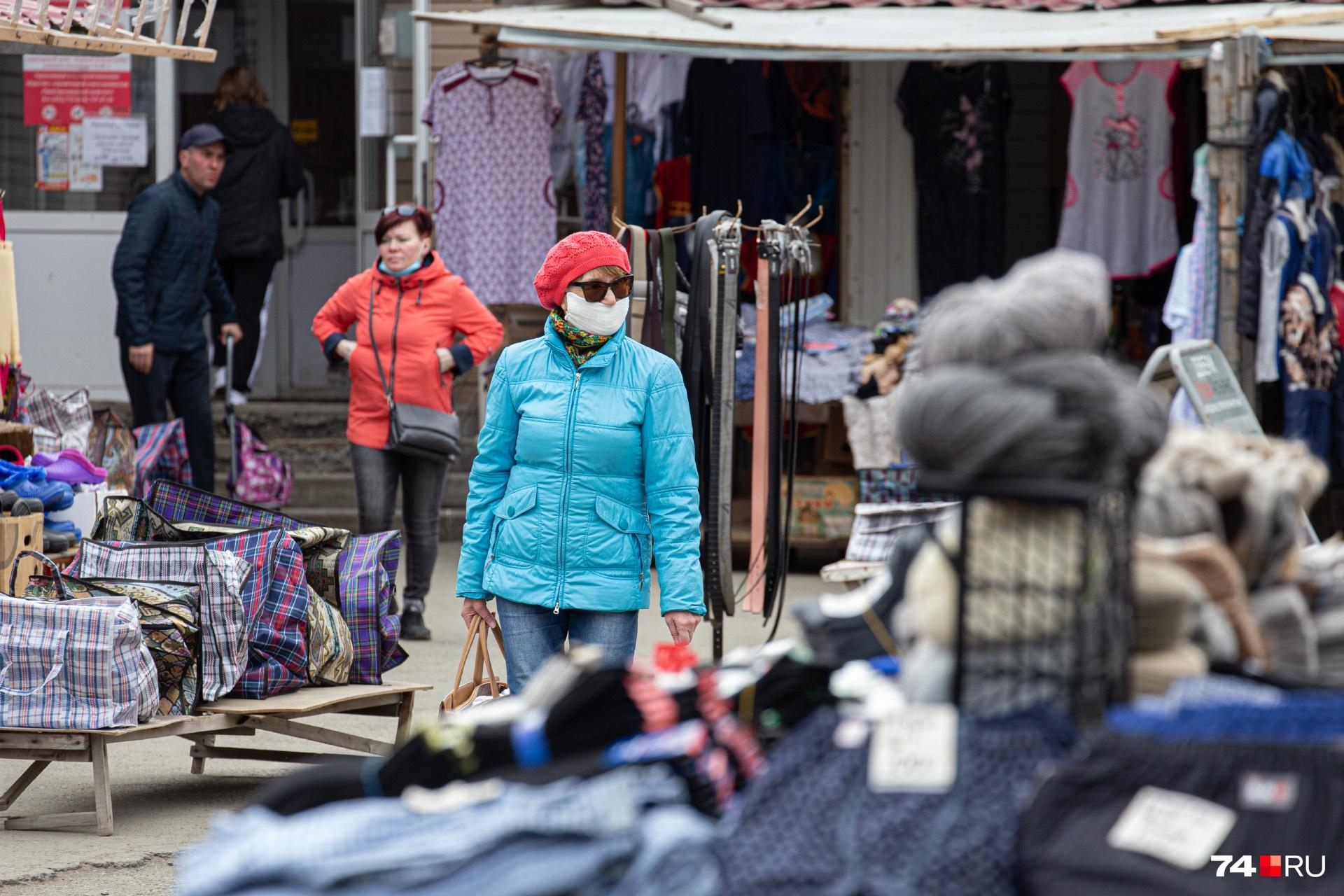 Торговля одеждой и обувью в Челябинской области сейчас возможна только по интернету, но на Первой Пятилетки, 13 об этом, кажется, не слышали