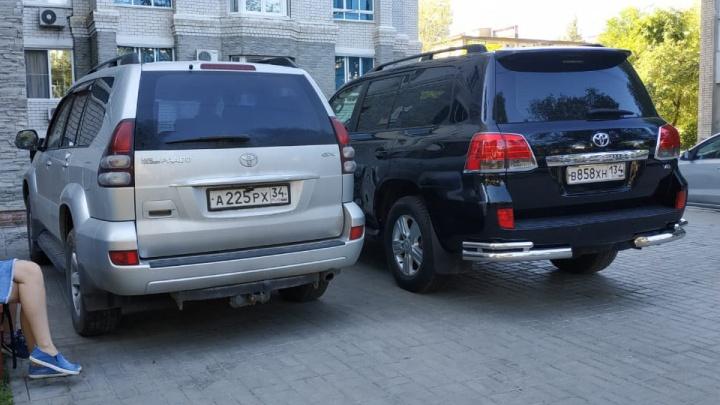 Автохам приезжий обыкновенный: автолюбители нарушают ПДД даже на парковках