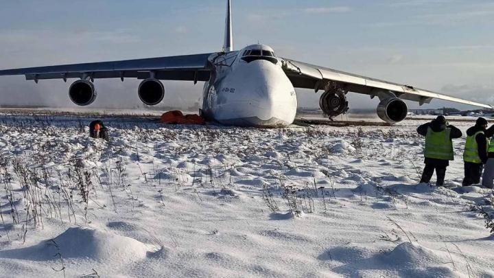 На видео попал момент приземления дымящегося самолета в Толмачёво