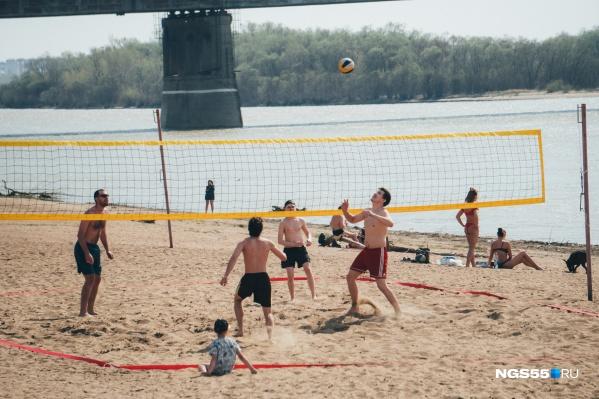 В такую жару пляжи становятся местом притяжения людей