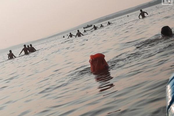 Спасателям помогали искать тело близкие утонувшего парня