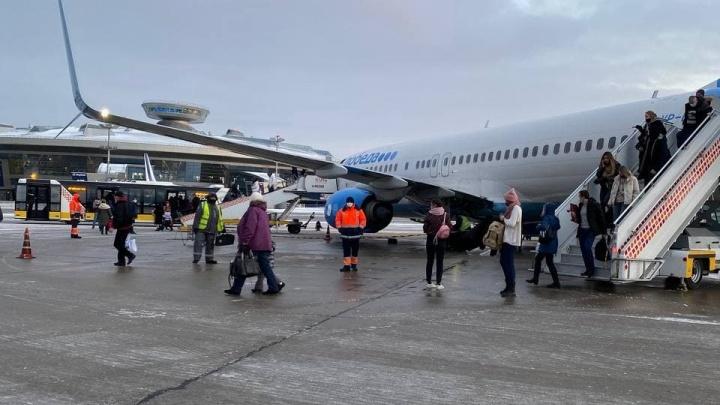 Рейс «Победы» из Кольцово в Москву задержали из-за беременной ковид-диссидентки