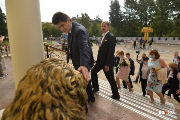 В «золотую» школу на Вторчермете пришел мэр и глава «Сима-ленда»
