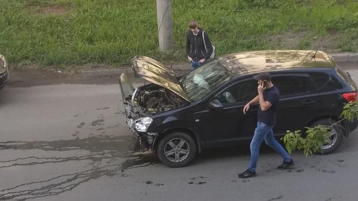 «Дверь застряла в бампере»: на Средне-Садовой — Свободы опять спровоцировали ДТП