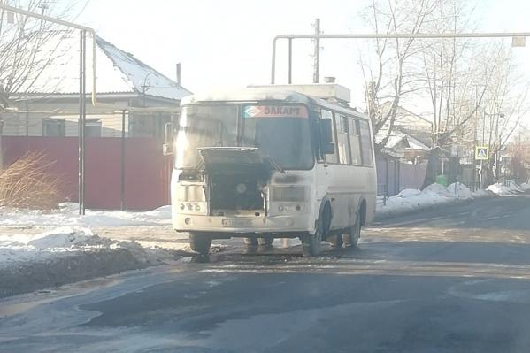Площадь пожара в моторном отсеке ПАЗа составила три квадратных метра