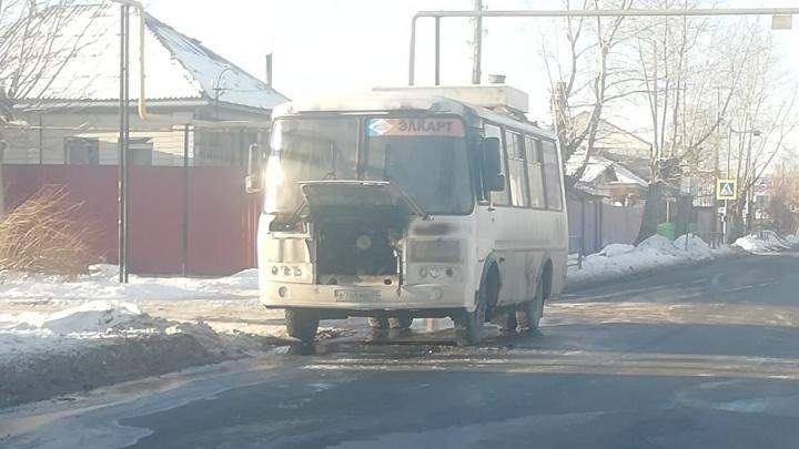 В Кургане загорелся пассажирский ПАЗ