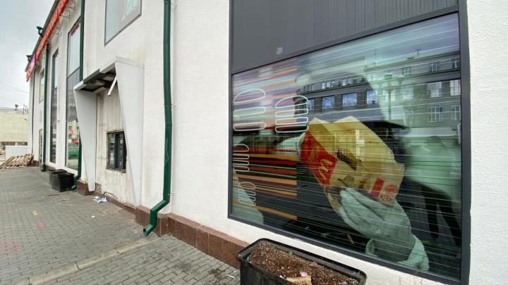Даже вывеску демонтировали: в центре Екатеринбурга закрылся «Макдоналдс»