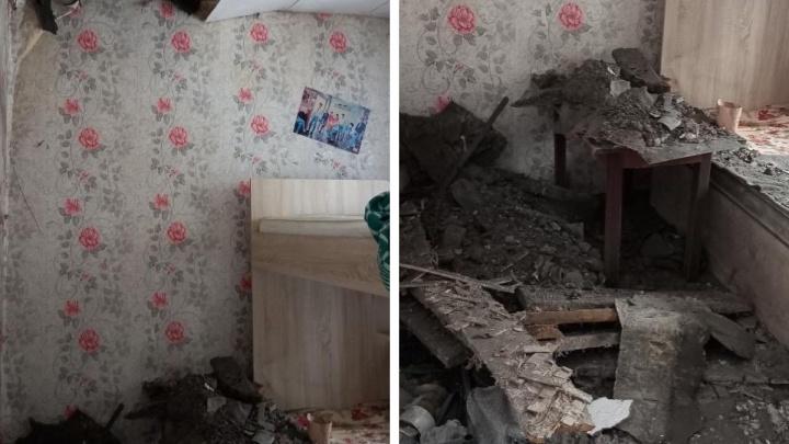 В кемеровском общежитии рухнул потолок. Его признали аварийным еще в мае
