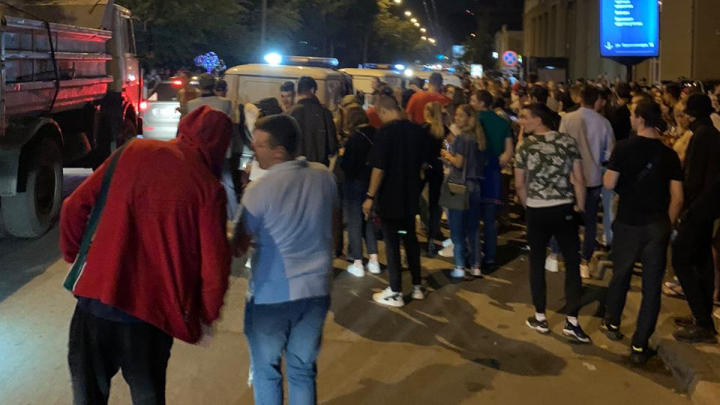 В полиции ответили на претензии, что они молча наблюдали за ночной вечеринкой в центре Новосибирска