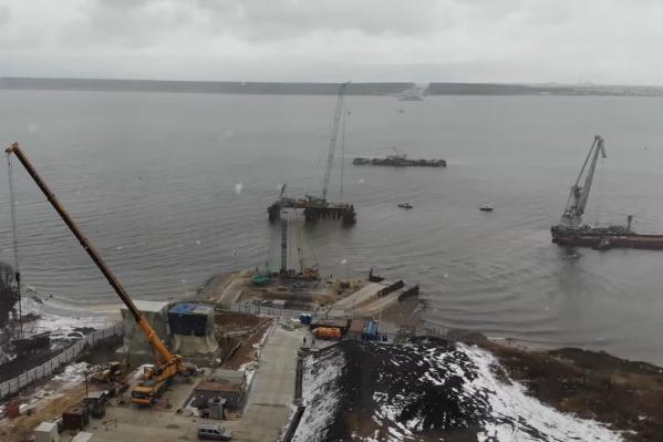 Строители моста уже вышли на воду