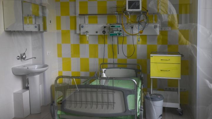 В Екатеринбурге подсчитали, сколько мест для больных COVID-19 осталось вбольницах