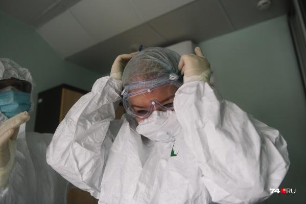 Во время пандемии врачи находятся на переднем крае борьбы с коварным вирусом