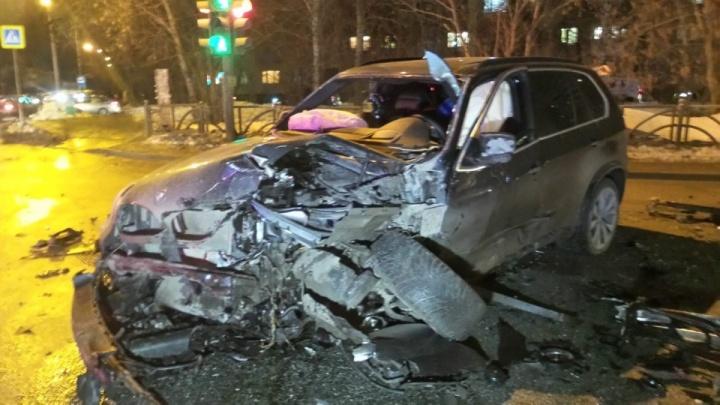 ДТП на Вторчермете, где столкнулись два BMW и Honda, спровоцировал водитель SKODA