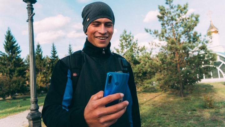 «Омский колхозник»: история парня, чьи видео набирают по 4 миллиона просмотров в «ТикТоке»