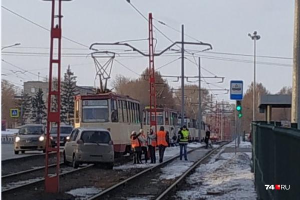 Трамвайное движение временно приостановлено