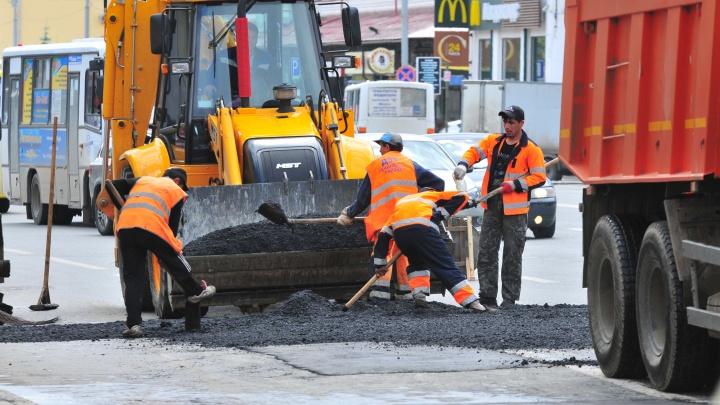 В Екатеринбурге дорожники, срезавшие асфальт, заплатят круглую сумму за разбитую Infiniti